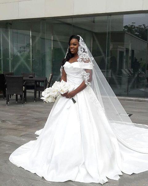 2019 Elegante Estilo Country Fora Do Ombro Vestidos De Noiva Vestido de Noiva Branco Cetim De Plissado Varredura Do Vintage Vesdio De Nova