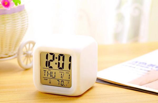 livraison gratuite Horloge électronique, horloge de table électronique silencieuse, présentation de cadeaux.