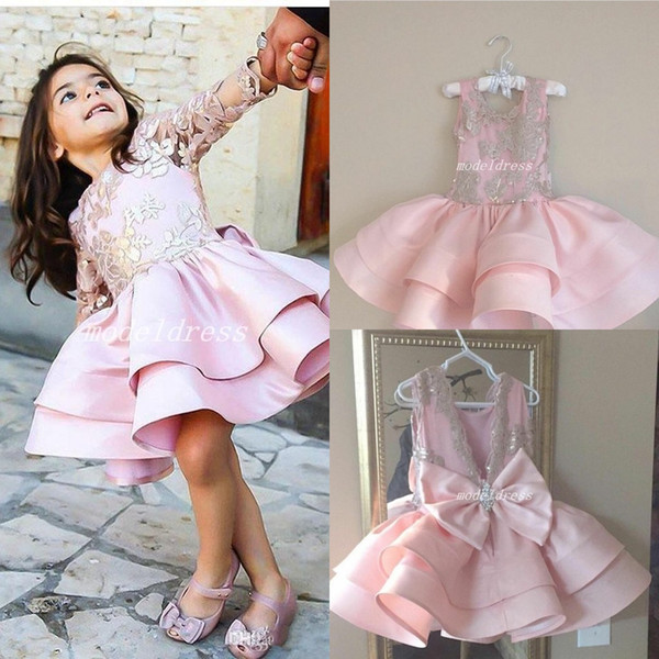 2018 Sweet Pink Little Flower Girl Robes Deux Types Jewel Appliques Bow Court Enfant Anniversaire Fête Robes Cosplay Wear Girls Pageant Dress