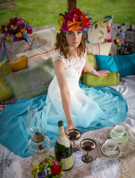Gradient Coloré Robes De Mariée Pas Cher Long Blanc Et Bleu Une Ligne Illusion Bodice Dentelle En Mousseline De Soie Pays Bohême Plage Robes De Mariée