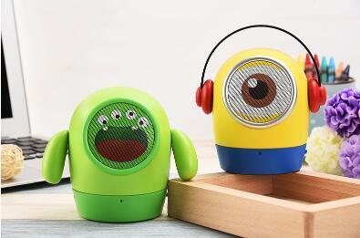 Boneca dos desenhos animados Pequeno Homem Amarelo Sem Fio Bluetooth Speaker Card U disco Mini Presente Do Computador Móvel Subwoofer