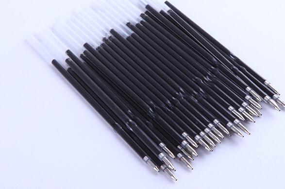 Länge 10.8cm = 4.25inches Einzigartige Spritzen-Kugelschreiber-Nachfüllung Kugelschreibermine schwarze Farbe 500pcs / lot Freies Verschiffen