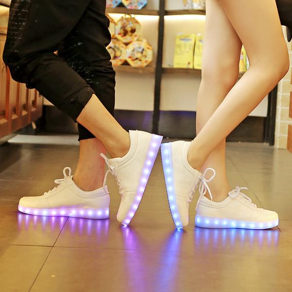 Leuchtende geführte Neon-Turnschuhe 2018 blinkender Trainer-Blitz-glühende Freizeitschuhe Weißer leuchtender Schuh mit Usb für Männer und Frauen