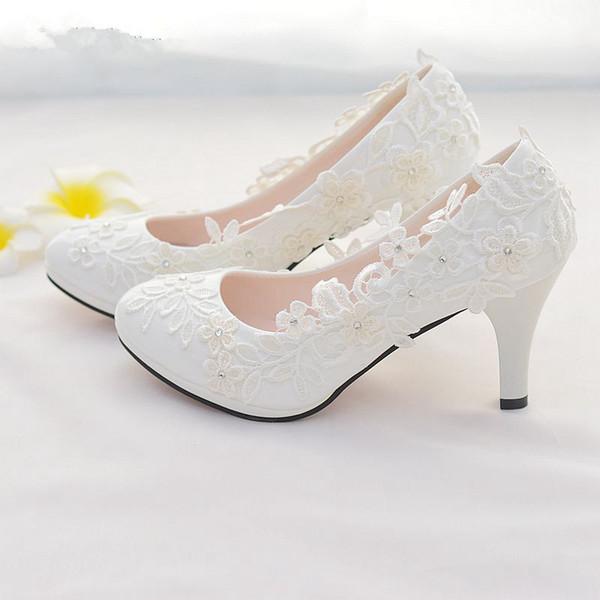 Zapatos de boda de la flor de encaje blanco resbalón en los zapatos de novia del dedo del pie redondo Bombas de las mujeres del talón bajo el dedo del pie redondo 4.5Cm / 8cm