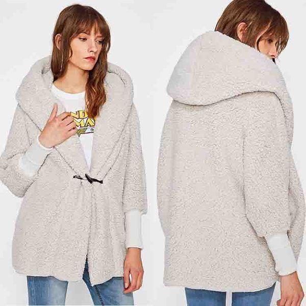 Abrigo de cachemira con capucha de invierno Sherpa Pullover outwear Mujeres de manga larga suelta Streetwear con capucha Escudo de la chaqueta del botón del cuerno ropa de casa GGA1006