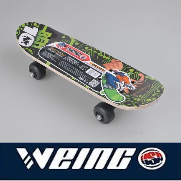 Professionnel 2018 le meilleur style populaire WEING quatre ronde planche à roulettes de skateboards jeunesse double bascule skate adulte 4 roues
