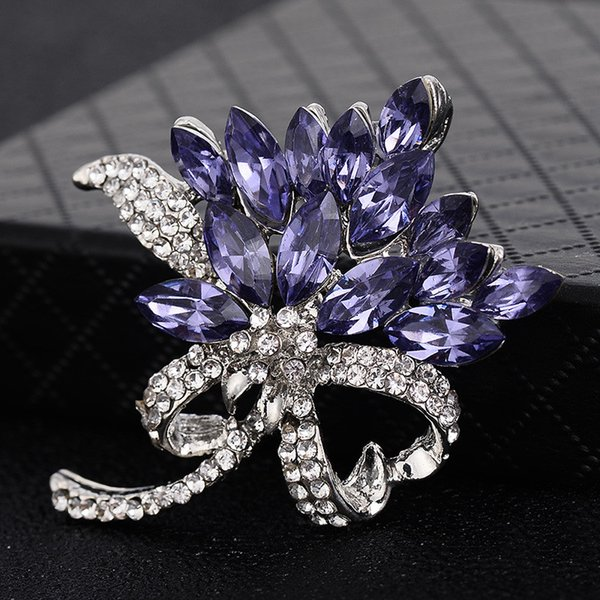 Pretty Chic Flower Brooch Trendy Jewelry Rhinestone Brooch Charming Women Big Crystal Banquet Decoration Fashion Jewelry