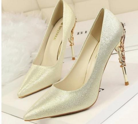 Free send Hot 2018 spring Korean fashion women's shoes Fine heel High-heeled Shallow mouth pointed end silks and satins single shoes weddi
