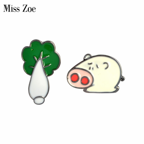 Miss Zoe Funny Pig arches Cabbage Brooch Buttom Pins Denim Jacket Pin Badge Cartoon Animal Jewelry Gift for Couples Lovers