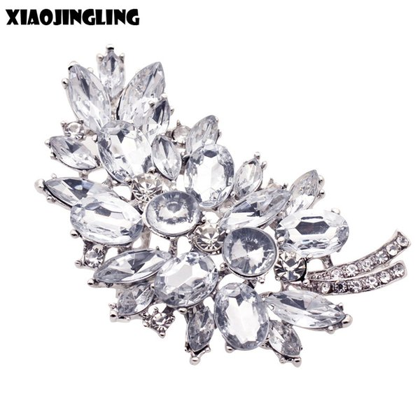 XIAOJINGLING New Vintage Rhinestones Pins And Brooches For Women White Crystal Flower Party Brooches Ladies Girl Gifts