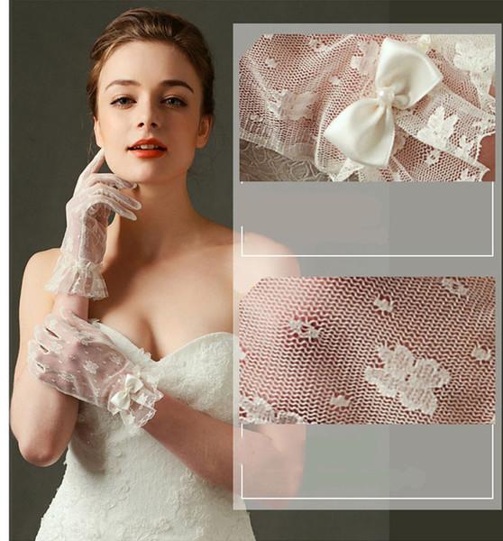2018 Short Lace Bridal Gloves White Bow Wedding Gloves Hand Made Wedding Accessories Wrist Length Full Finger Bridal Gloves