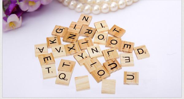 100pcs / set di mattonelle di Scrabble di legno per giochi di famiglia Lettere di legno di pino dell'annata per giocattoli educativi e giochi di divertimento di famiglia