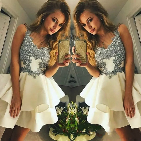 2018 Short Mini A Line Ivory Homecoming Dresses Lovely V Neck Lace Applique Sleeveless Tiered Ruffles For Junior Cocktail Party Prom Gowns