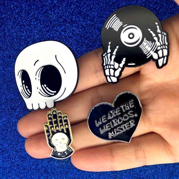 Halloween Cartoon Skeleton Record Hands letter Pin DJ Hands Brooch Black Gothic Style Skull Broche Insignia Ropa Mochila barco de la gota