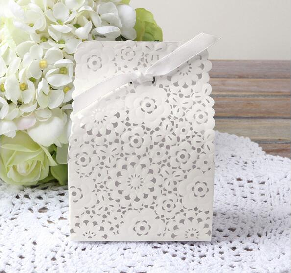 New Arrival White wedding faovr holders candy chocolate cake paper box gift bag flat packed soap boxes free shipping