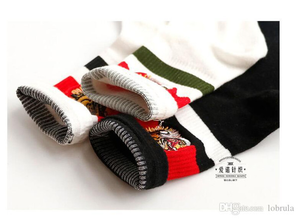 Luxury Tiger Socks Tide Brand Embroideried Sports Socks Striped Calcetines casuales para unisex medias deportivas al aire libre