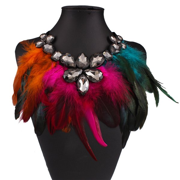 Yiwu Jewelry Wholesale Social Banquet Exaggerated Multicolor Feathered Rhinestone Pendant Necklaces Elegant Atmosphere Short Clavicle Chain