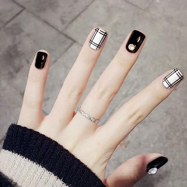 Patch per unghie finte a strisce grigie in bianco e nero 24 unghie finte corte