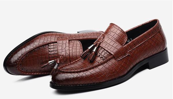 2018 Crocodile grain trend mens shoes tassel red black mens loafers stylist mens designer shoes black luxury loafers 560