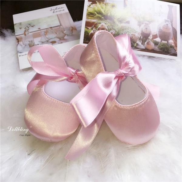 Dollbling lujo satinado rosa zapatos de niña bebé primeros caminantes Riband zapatos hechos a mano dulce princesa