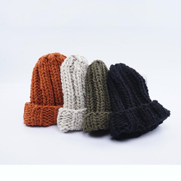 Yeni kış şapka bayanlar eğlence joker örme şapka kalın sıcak siyah beyaz şapka çanta posta ile
