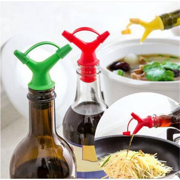 Free shipping New Design 2 Pour Mouth Plastic Top Soy Sauce Glass Bottle Wine Stopper Kitchen Tool Bar wine bar bar wine accessories