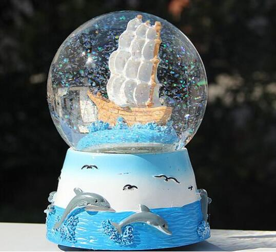 Delfino con sfera di cristallo in resina Music Box Music