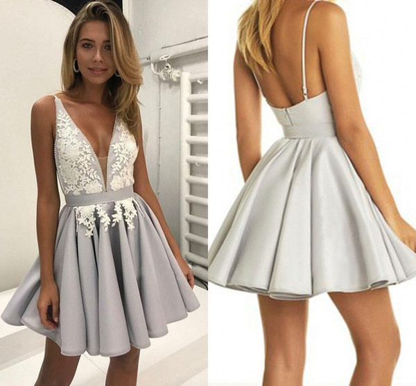 lovemydress / Decote em V Profundo Lace Curto Homecoming Vestidos de Baile 2018 Backless Applique Com Cintas de Espaguete Ruched Cetim Vestido de Festa de Cocktail