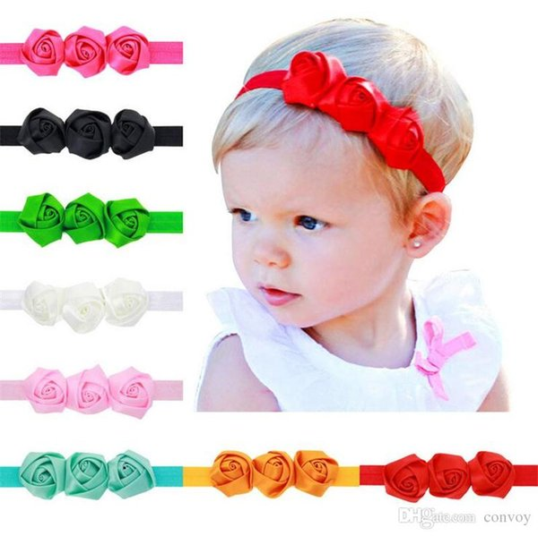 Fasce per neonato 3 Rose Flowers Tessuto in raso per bambini Hairbands Accessori per capelli per bambini Principessa Elastico rosetta Copricapo per neonati KHA109