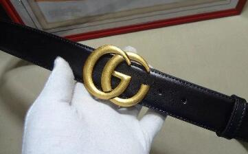 A lady's belt with a female water-drill inlaid with a leopard-print lady's belt