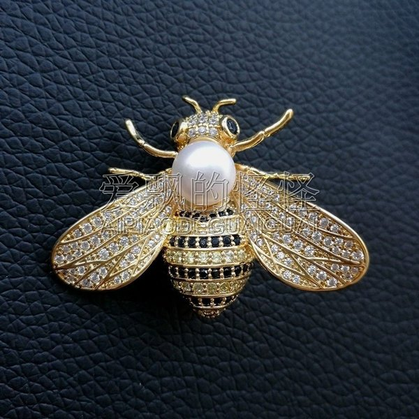 BR102210 White Pearl Cz Pave Bee Brooch