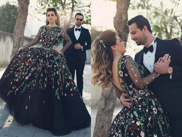 Stunning Black With Embroidery Flowers Evening Prom Dress Ball Gowns Long Sleeves V Backless Tulle Cheap Formal Quinceanera Dress