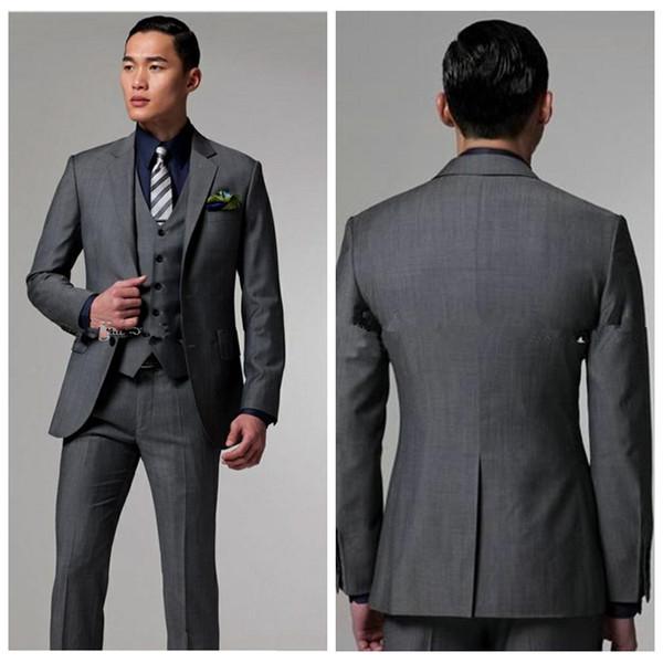 2019 Top Sale Dos botones de esmoquin de novio gris oscuro con solapa con muesca El mejor hombre se adapta a los padrinos de boda de los hombres (chaqueta + pantalones + chaleco)