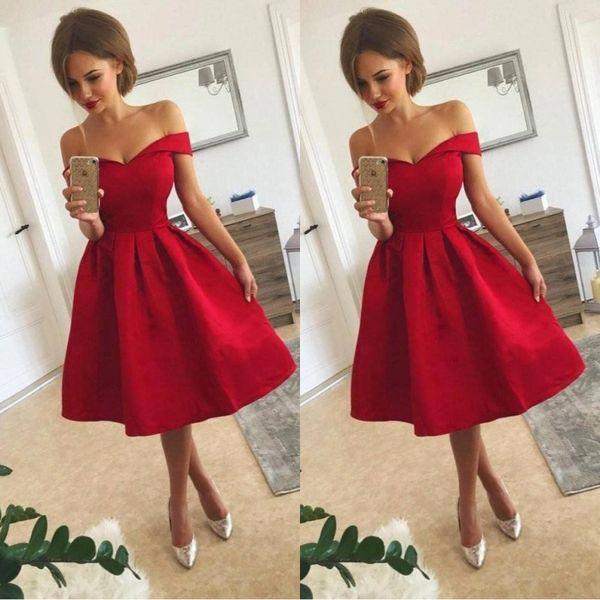 Compre 2018 Corto Rojo Vestidos De Dama De Honor Fuera Del Hombro Una Línea De Longitud De La Rodilla Vestido De Fiesta Vestidos De Cóctel De Raso