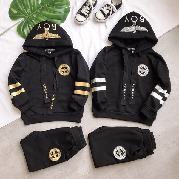 Baby Boy 2 Pcs Set Fashion Brand Herbst und Winter Kinder Kapuzenpullover + Hosenanzug Neue Ankunft Heißer Verkauf Designer Sets