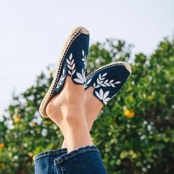 HZXINLIVE New 2018 Feuilles De Broderie Espadrilles Femmes Toile Pantoufles Plat Été Casual Plage Sandales pour Femmes Appartements Chaussures