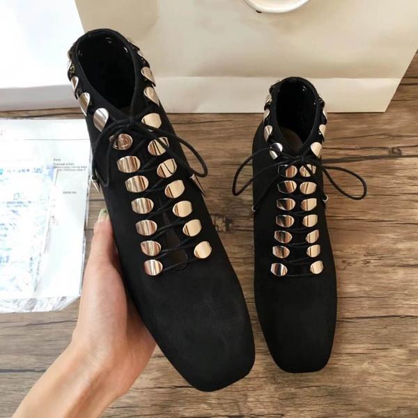 Ünlü marka tasarımcısı punk botas mujer glitter süet deri çapraz bağlı metal süslemeleri topuk motosiklet çizmeler kadın ayakkabı