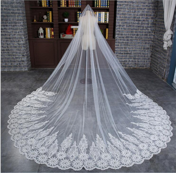 New Arrical Lace Wedding Bridal Veils 3 Meters Long Cathedral Length Rhinestones Beaded Tulle Bridal Veil