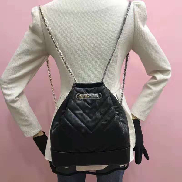 2018 The new Genuine Leather fashion backpack high quality stylish shoulder bags versatile women bags with chains