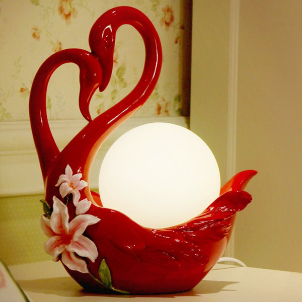 Creative Resin Modern Table Lamp Practical Bedroom Bedside Glass Table Lamp Personality Swan Table Lamp Wedding Room Gift Desk Light