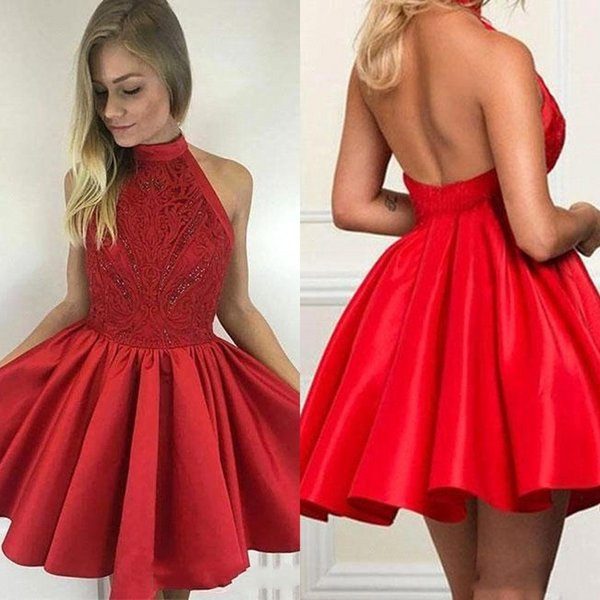Compre Little Red Homecoming Vestidos Cuello Alto Sexy Open Back Satin Lace Red Short Vestidos De Baile 2018 Cuentas Una Línea De Cóctel Para La