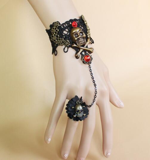 Livraison gratuite Goth main robe Halloween vampire dentelle noire pirate crâne bracelet bande anneau élégant classique chic