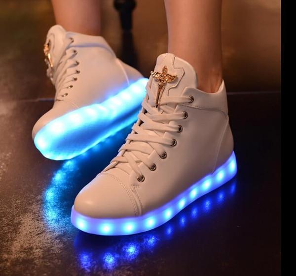 2018 nouvelles chaussures pour femmes lumineuses électroluminescentes émettant de la lumière avec des lumières colorées chargeant fluorescent