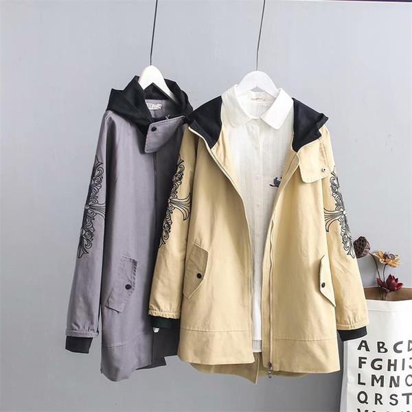 Plus size mulheres cinza Camel cor Bordado trench coat de algodão 2018 outono com capuz senhoras outwear trench coat feminino 6XL