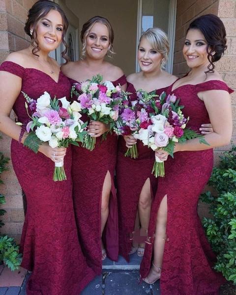 Burgund Plus Size Brautjungfer Kleider weg von der Schulter Side Split Sexy Lace Wedding Guest Kleid-Nixe nach Maß Mädchen der Ehre Kleider