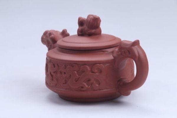 Exquises sculptures chinoises faites à la main de théière de sable violet dragon