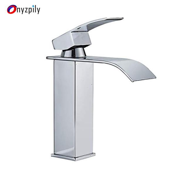 Lavabo de la salle de bain Robinet Finition chromée Bec design courbé à bec unique Robinet mitigeur ColdHot