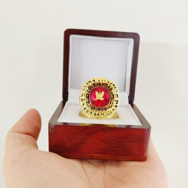 кольцо с деревянной коробкой