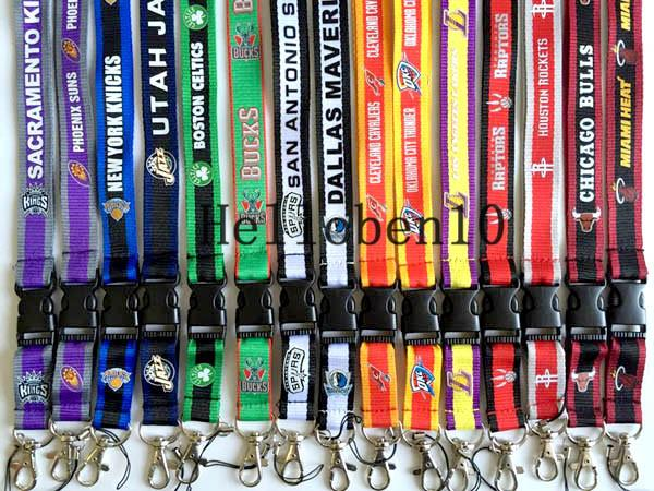 Factory direct selling! A lot of key chains with basketball team LOGO, 15 different styles, can also be used to hang mobile phones.