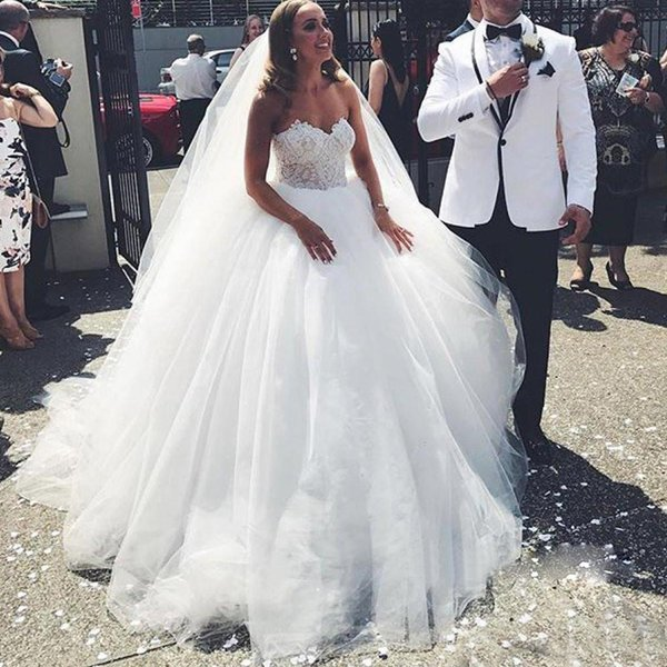 African Lace Wedding Dresses 2018 Sweetheart Backless Appliques Ball Gown Plus Size Ivory Floor Length Bridal Gowns Vestidos De Noiva